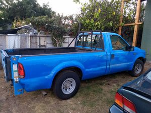 Ford F250 2000 XL Gas 5.4L long bed for Sale in Coronado, CA