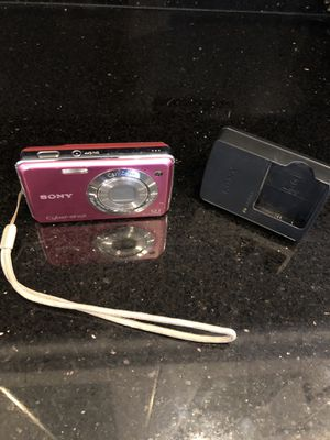 Sony Camera 12 MP with battery charger for Sale in Miami, FL
