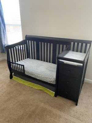 Baby crib/toddler bed/changing table for Sale in Saginaw, TX