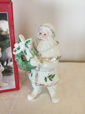 "Lenox Holiday Santa with wreath Figurine 6.8"" Tall Christmas new in box for Sale in Berlin, MD"