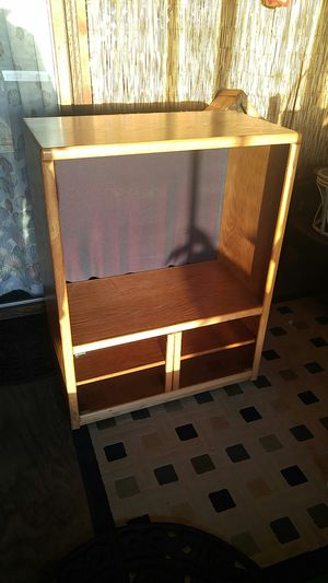 """Solid oak entertainment tv stand. Two glass doors, in wheels so you can move tv around. Fits 40"""" tv. P4' tall, 38"""" wide, 20"""" deep for Sale in Moclips, WA"""