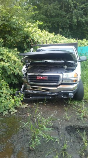 2003 2WD.. 5.3 GMC/ SILVERADO PARTS for Sale in Meriden, CT