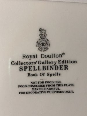 Royal Doulton SPELLBINDER for Sale in Long Beach, CA
