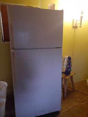 Whirlpool refrigerator for Sale in Bakersfield, CA