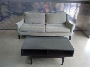 🐅👀 Coffee table (COUCH SOLD) ⏳🌎 for Sale in Atlanta, GA
