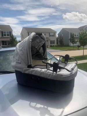 uppababy vista bassinet and infant car seat adapter for Sale in Volo, IL