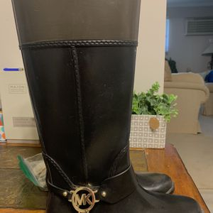 MICHAEL KORS BOOTS GREAT CONDITION WOMANS SIZE 8 for Sale in Glen Ellyn, IL