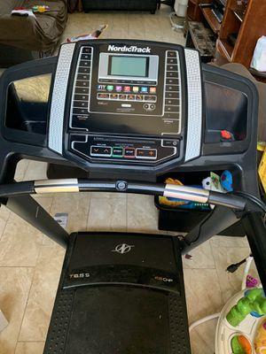 Treadmill nordicTrack 6.5 for Sale in Stockton, CA