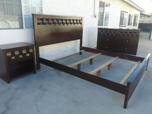 Cal king bedroom set for Sale in Rancho Cucamonga, CA