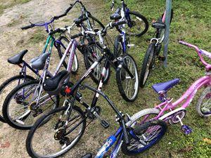8 bicicletas 6 grandes y dos chicas 50 cada una o 200 por todas for Sale in Austin, TX