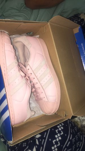 Adidas pink shoes for Sale in Buffalo, NY
