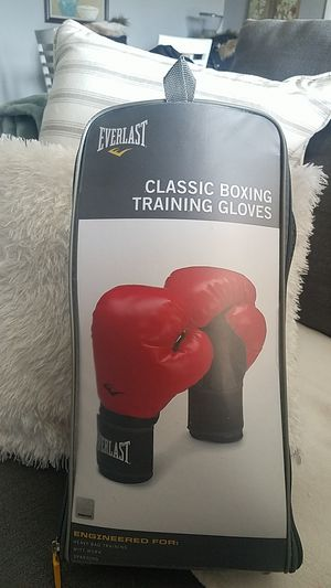 Brand new Everlast boxing gloves for Sale in Stoughton, MA