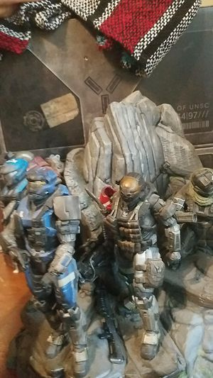 Halo reach limited edition statue and collectables in box for Sale in Goodyear, AZ