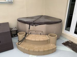 Dream maker Hot tub with cover needs new circuit board $368 part from dream maker everything else works perfectly for Sale in Miami Beach, FL