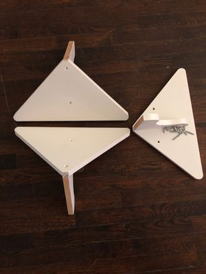 3 gently used white corner shelves( including hardware) for Sale in Calumet Park, IL