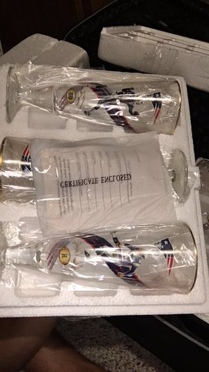 New England Patriots super bowl glass cups they are collectible cups asking $100 for all 6 cups i have certificates to prove they are real for Sale in Orlando, FL