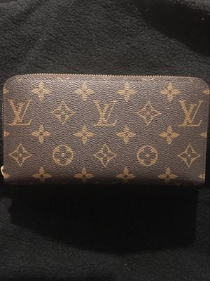 Louis Vuitton Zippy Wallet Monogram *authentic* for Sale in Winfield, IL