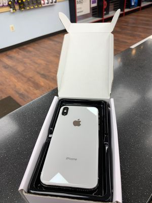 iPhone X 64GB,,,,,,UNLOCKED + WARRANTY ( Almost new ) for Sale in Silver Spring, MD