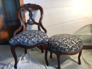 Vintorisn Ladies Parlor Chair & Ottoman for Sale in Lancaster, WI