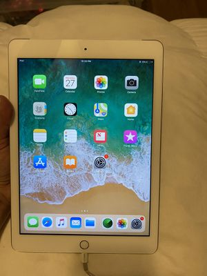 iPad 5th generation for Sale in Long Beach, CA