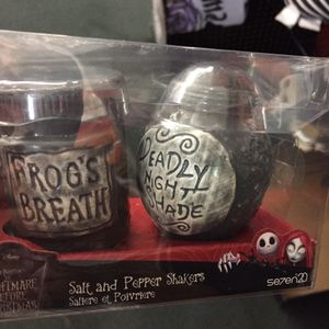The nightmare before Christmas new salt pepper for Sale in Carlsbad, CA