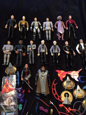 STAR TREK TOS TNG GENERATIONS ACTION FIGURES AND ACCESSORIES 1993-95 for Sale in Trafford, PA