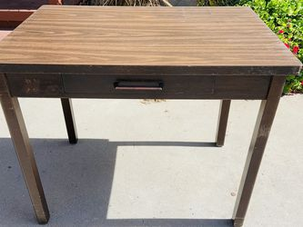 Cute Little Vintage Desk! for Sale in Downey,  CA