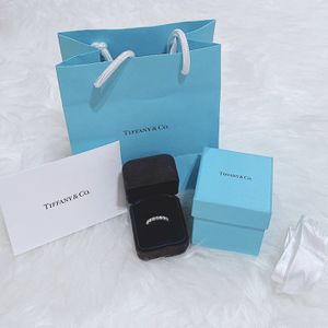 ***READ DESCRIPTION*** TIFFANY & Co. Embrace Diamond Platinum Band Ring Wedding Size 5.5 Exc Condition for Sale in Gilbert, AZ