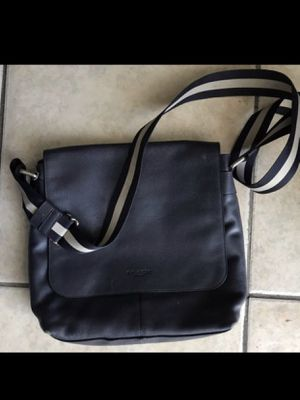 Barely used Coach Messenger Bag. Real and legitimate bag. Cheap! for Sale in HUNTINGTN BCH, CA