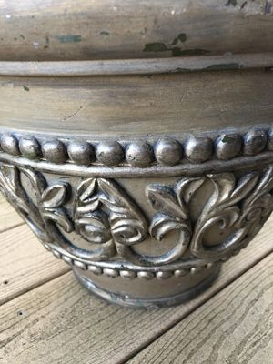 Decorative planter/pot for Sale in NO POTOMAC, MD