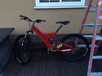 Foes downhill mountain bike(SIZE SMALL FRAME) INCLUDES A CANE CREEK REAR SHOCK for Sale in Campbell,  CA