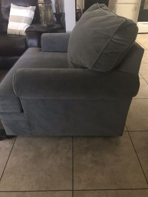 Oversized chair for Sale in Phoenix, AZ