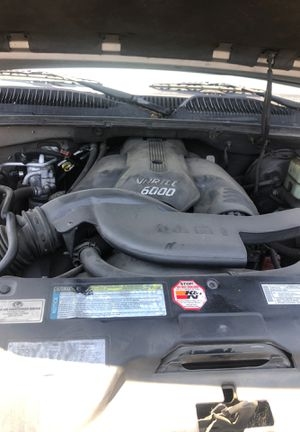 01 Denali gmc parts only 50.00 and up it's got 6.0 engine 102 k for Sale in Huntington Park, CA