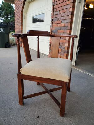Corner chair for Sale in Hutchinson, KS