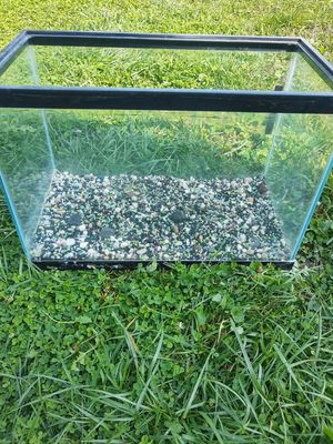 Fish tank & Rocks for Sale in Glendale Heights, IL