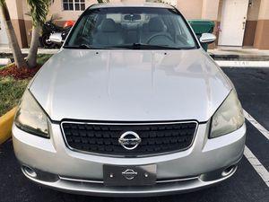 2005 Nissan Altima 3.5 SE for Sale in Hialeah, FL