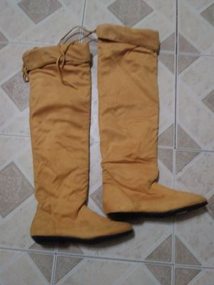 WOMENS SOFT SUEDE MOCCASIN BOOTS SIZE 7/8 NEW WITH TAG for Sale in Whittier, CA