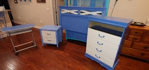 4 piece queen size bedroom set for Sale in Bartow, FL