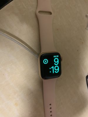 Rose gold Apple Watch 4th gen for Sale in San Diego, CA