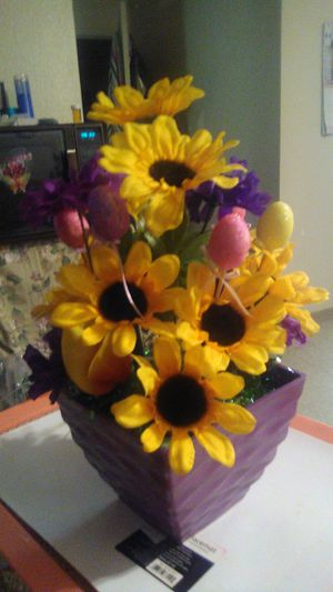I made this pretty flower pot real no silk ones but don't matter their still just as beautiful as the real ones but only last lot longer that's all.. for Sale in Madera, CA