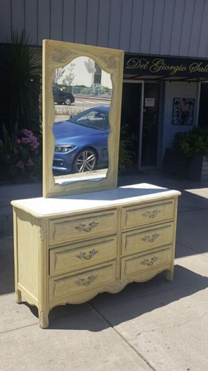 Beautiful dresser with nightstand and mirror we also do delivery for Sale in San Diego, CA