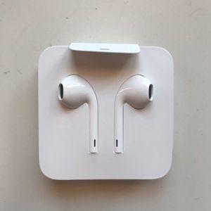 Apple WIRED headphones for Sale in Bakersfield, CA