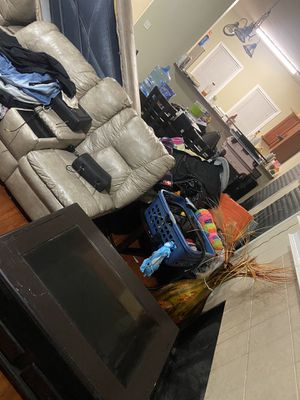 Furniture's moving sale come get everything for Sale in East Point, GA