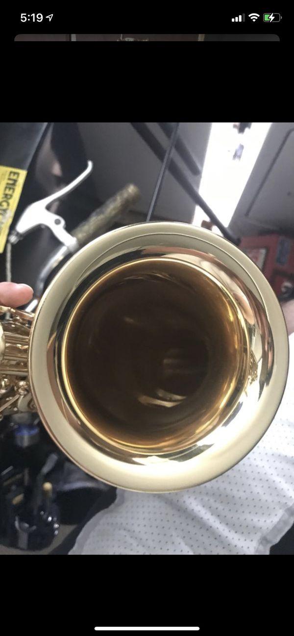 Saxophone Roy Benson