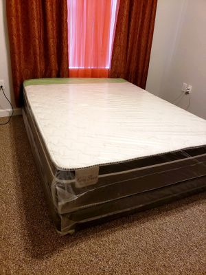 NEW PLUSH QUEEN PILLOWTOP MATTRESS WITH BOX SPRING for Sale in Lake Worth, FL