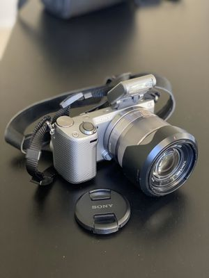 Sony NEX-5R 16.1 MP Compact Interchangeable Lens Touchscreen Camera With 18-55mm Lens (Silver) for Sale in Milpitas, CA