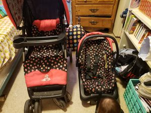 A 3 set car seat with stoller for Sale in El Centro, CA