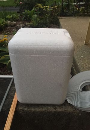 Styrofoam cooler for Sale in Chicago, IL