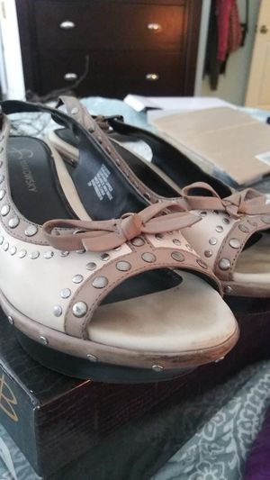 B Makowsky shoes. Leather studded wedge. With original box for Sale for sale  Hollywood, FL
