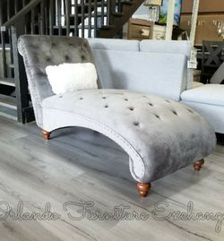 Velvet Grey Chaise Lounge for Sale in Oviedo,  FL